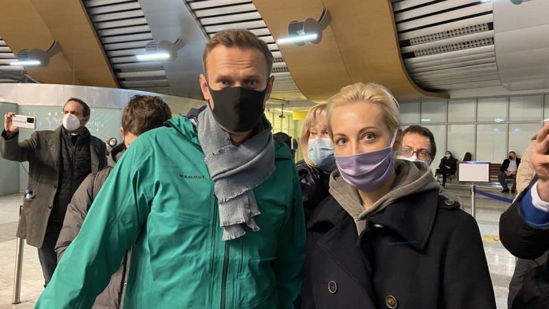 Мәскеуге келген Навальный әуежайда тұтқындалды