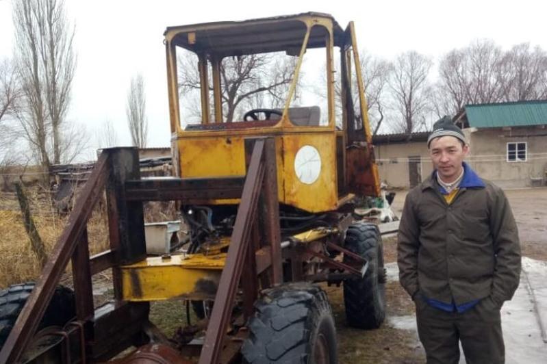 Жамбылдық өнертапқыш өзін-өзі жөндейтін трактор құрастырып шығарды