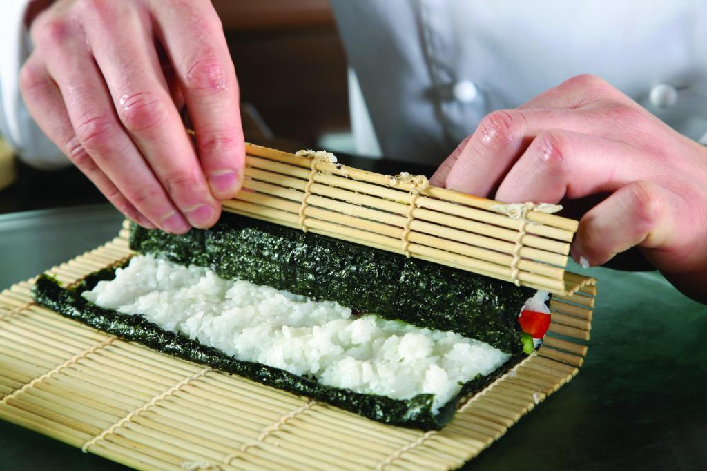 18 жасар аспаз қазыдан суши әзірлейді