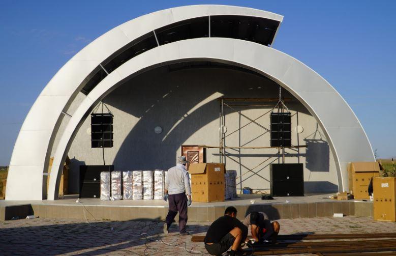 ТҮРКІСТАН: Бәйдібек ауданында ашық театр салынып жатыр
