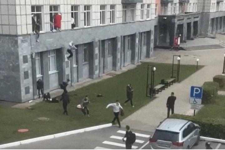 Ресейлік ЖОО-да атыс шықты: студенттер терезеден секірген (видео)